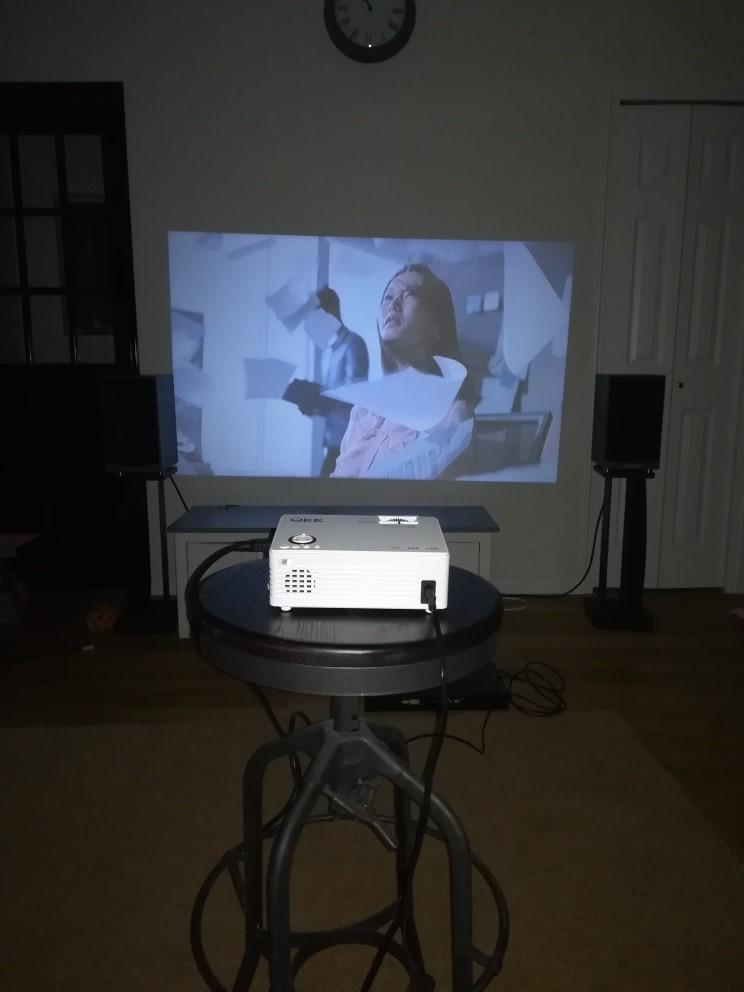 プロジェクター テレビを見る